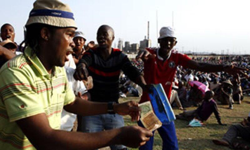 El acuerdo llegó cuatro días después de que el gobierno de Sudáfrica advirtió que actuaría contra los instigadores. (Foto: AP)