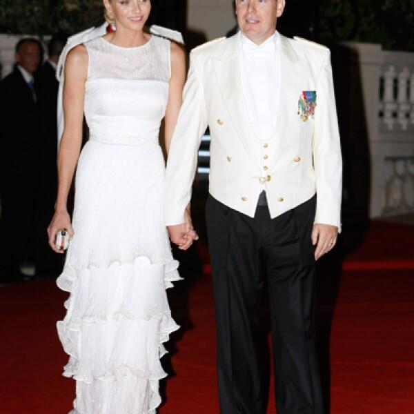 Charlene y Alberto en su llegada a la fiesta de recepción que dieron en la Ópera Garnier.