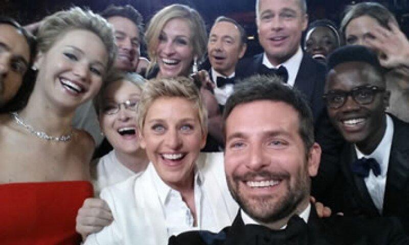 La conductora de los Premios Oscar, Ellen Degeneres, popularizó los autoretratos. (Foto: Getty Images)