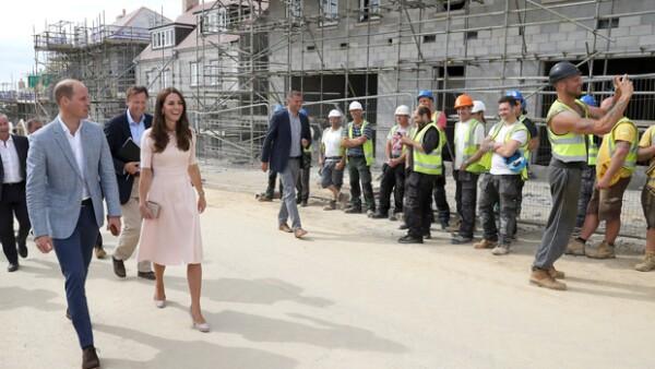 Mientras los Duques de Cambridge visitaban una zona de construcción en Cornwall, Sam Wayne no dudó en decirle varios piropos a Kate enfrente de todos, ¿por qué lo hizo?