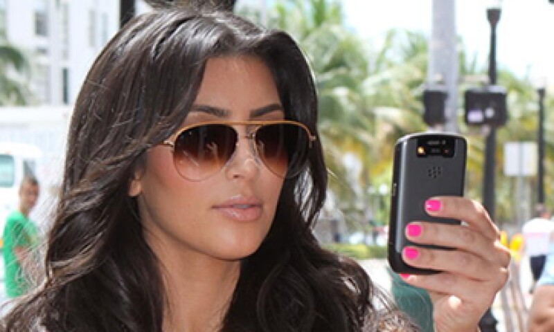 Kardashian usa una BlackBerry para administrar sus correos. (Foto: Getty Images)
