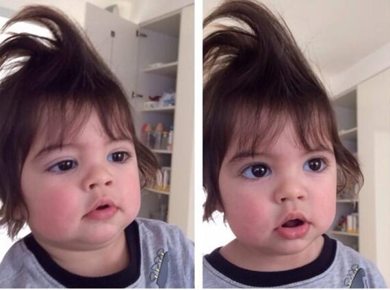 La cantante compartió a través de Instagram una adorable fotografía en la que vemos el divertido peinado que le hizo a su hijo.