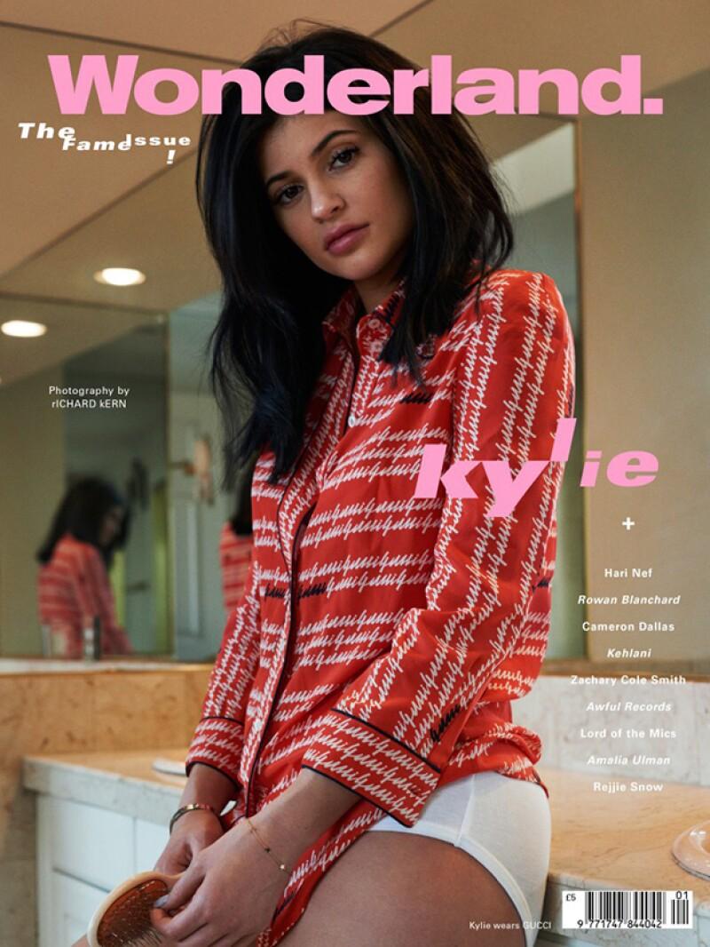 """Pese al éxito que tiene como estrella de las redes sociales, la hija de Kris Jenner confesó estar cansada de tener que fingir su vida: """"Kylie Jenner tiene que retirarse"""", declaró."""