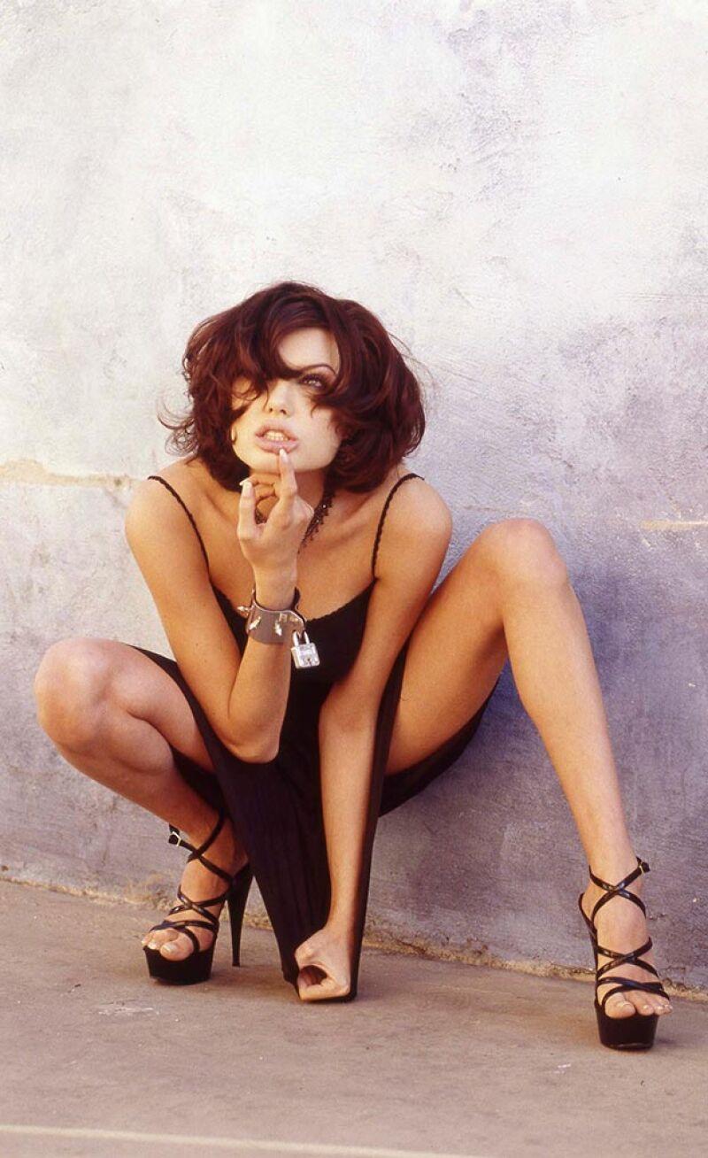 La actriz no fue nada sutil en esta recién publicada sesión de fotos que realizó a sus 19 años.