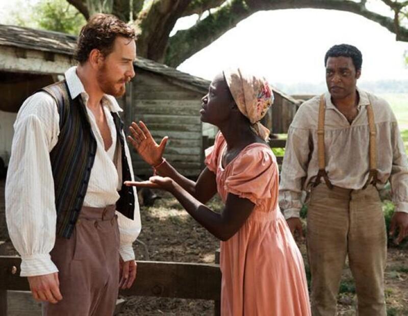 """La actriz confesó que estaba """"aterrorizada"""" durante los primeros días de rodaje de """"12 años de esclavitud"""" porque Brad Pitt y Michael Fassbender son actores que imponen."""