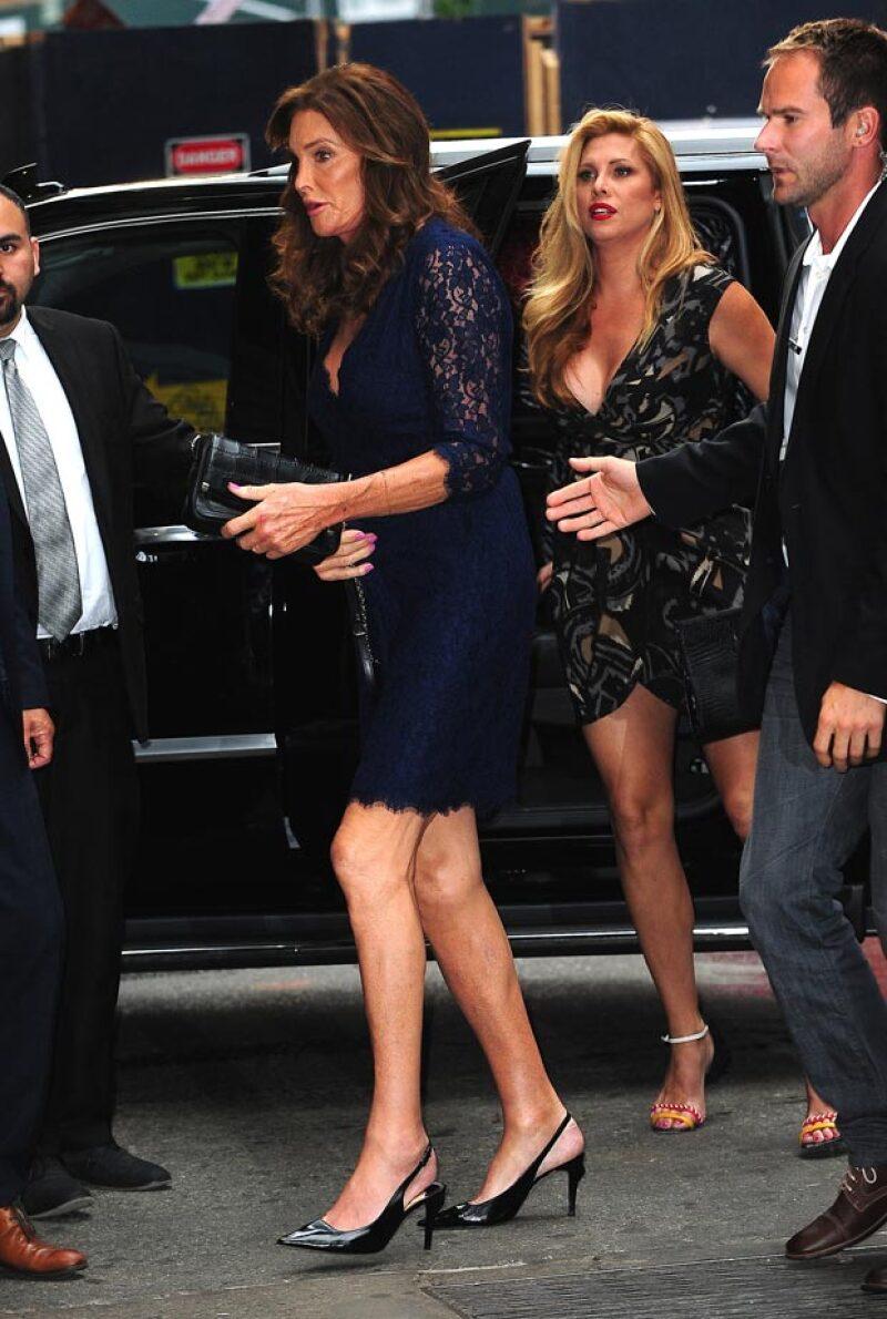 Aunque la actriz será la pareja del papá de Kendall y Kylie Jenner en los ESPYS, una fuente asegura que entre ellas no hay nada más que amistad.