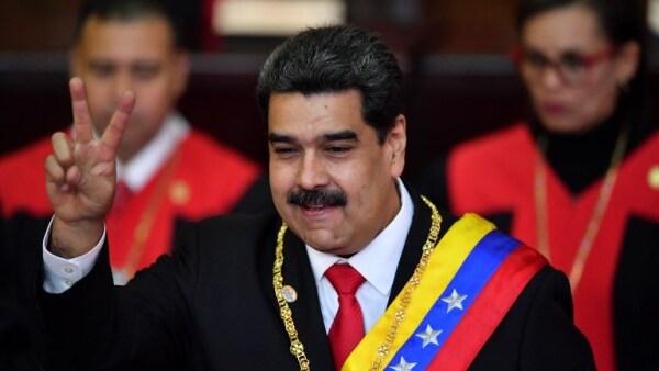 """Maduro asume su segundo mandato acusando """"guerra mundial"""" contra Venezuela"""