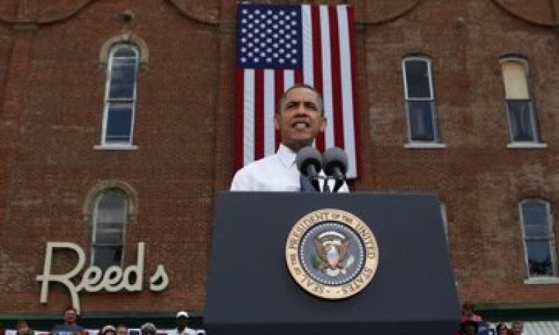 Barack Obama criticó que su oponente, Mitt Romney quiera recortar 5 bdd y destinarlos a horages de ricos.    (Foto: Reuters)