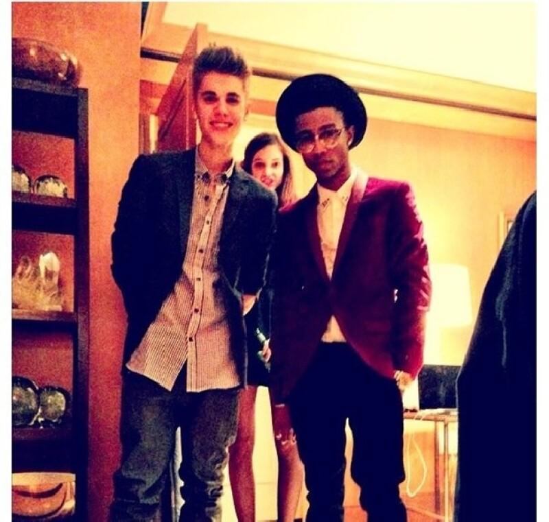Selena publicó esta foto en su Twitter, junto a cuatro puntos suspensivos, lo cual generó la respuesta inmediata de sus seguidores, quienes criticaron a Bieber y a Palvin.