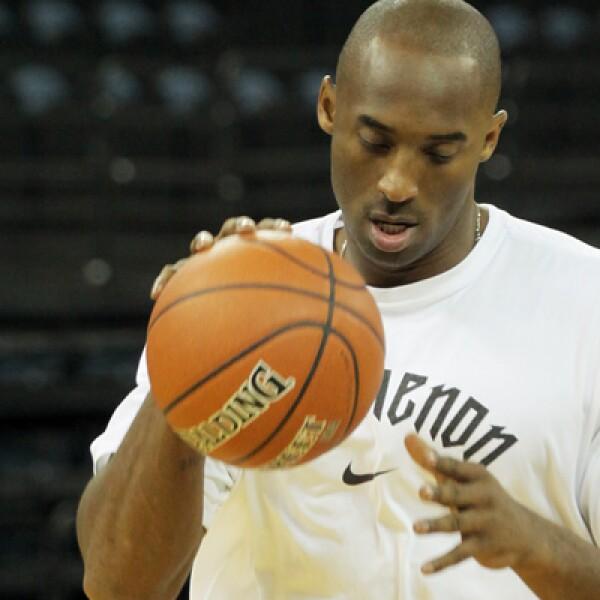 Kobe Bryant mantuvo su acuerdo con Nike incluso después de que fuera acusado de acoso sexual en 2003 debido a que se retiraron los cargos.