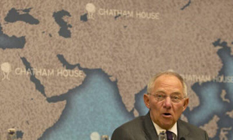 Wolfgang Schäuble dijo que los países del euro deben seguir adelante con la introducción de un impuesto para las transacciones financieras. (Foto: Reuters)