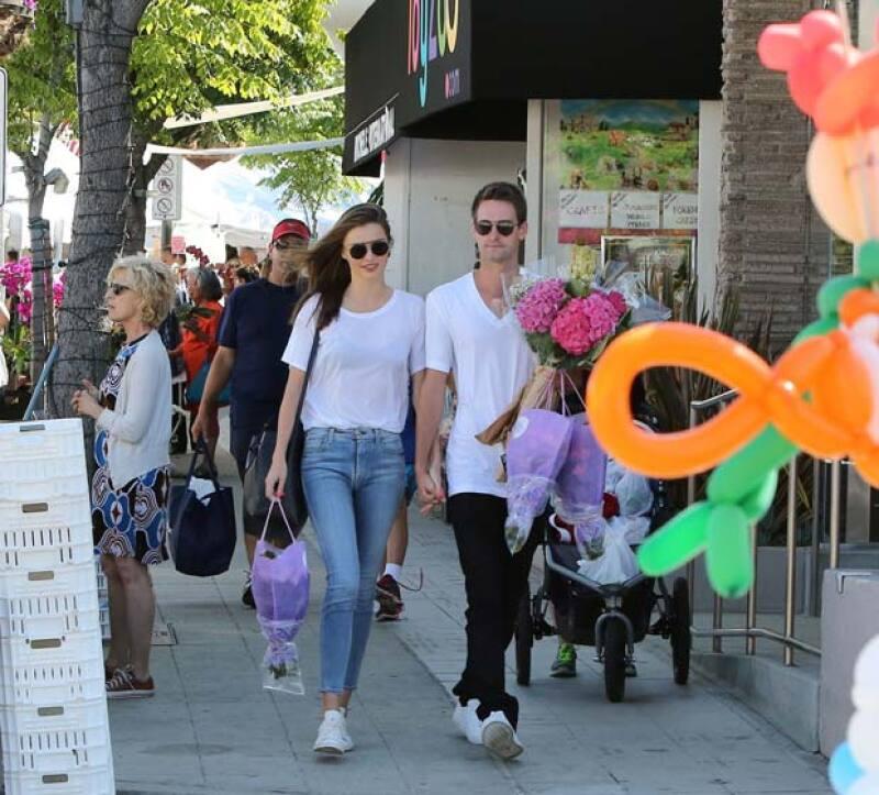 Esta es la primera salida oficial de la nueva pareja, que desde hace unos días se le vio muy cariñosa en LA.