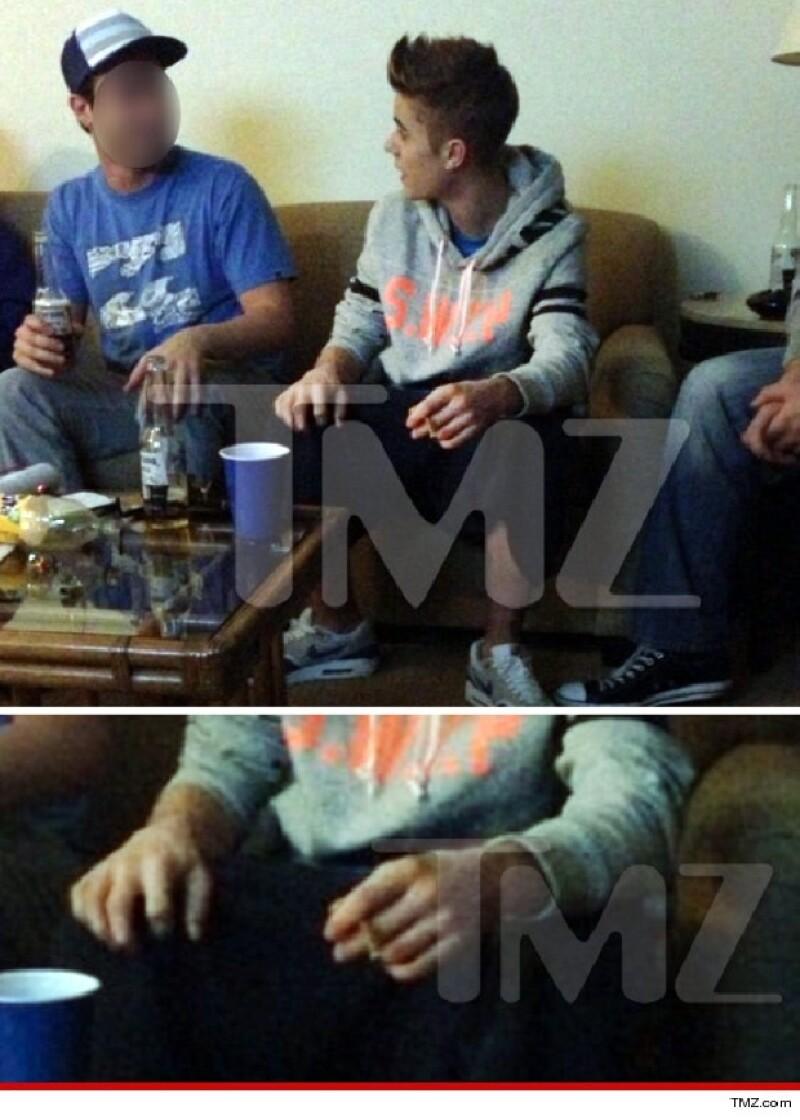 Según informa el portal TMZ, el cantante estaba en esta fiesta un día después que un paparazzi falleciera mientras seguía el auto de Bieber para tomarle una foto.