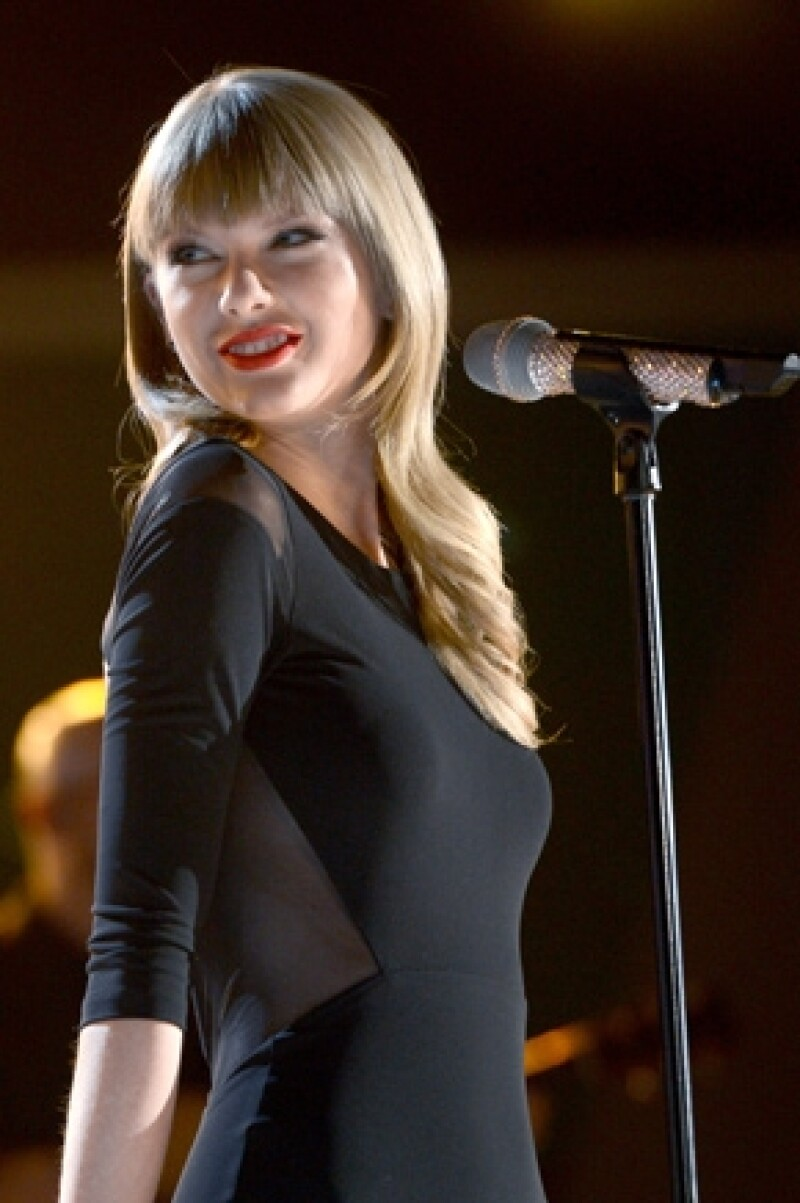 ¿Será que estamos hablando de una cantante que se convierte en actriz también? De acuerdo a una fuente cercana a ella, Taylor siente que ya conquistó la música y ahora va por Hollywood.