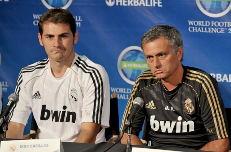 Iker Casillas y su ex entrenador José Mourinho, con quien tuvo problemas como capitán del Real Madrid.