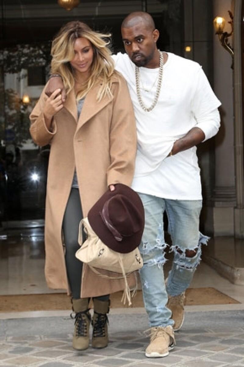 Debido a que la pequeña se quedó al cuidado de su abuela Kris Jenner y sus tías Kourtney y Khloé, la pareja de Kanye West tiene miedo que suban fotos de su bebé.