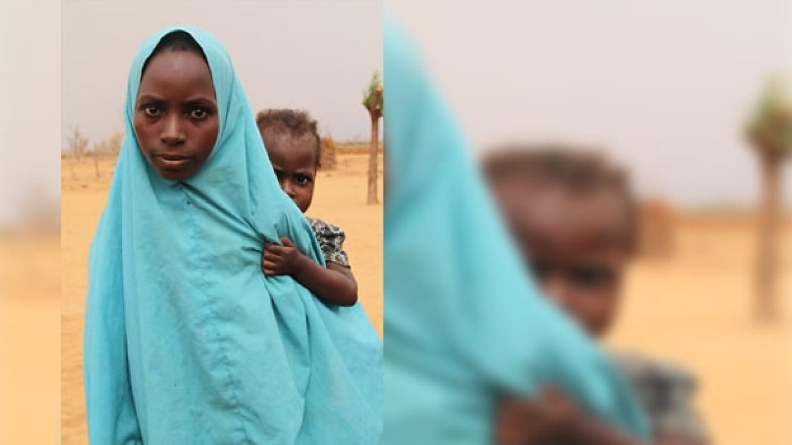 África - niña con hermana