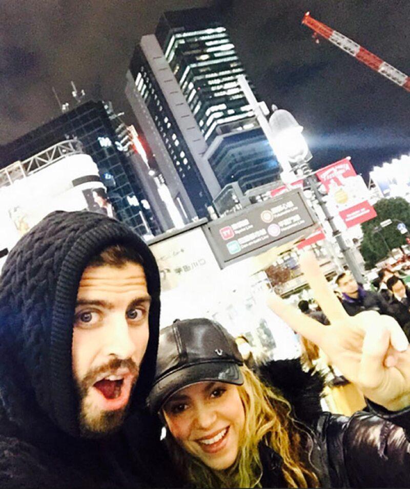 Piqué y Shakira compartieron una divertida selfie desde Tokio.