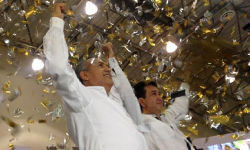 Manlio Fabio Beltrones, dirigente nacional del PRI y Héctor Yunes Landa, su candidato a la gubernatura de Veracruz. (Foto: Twitter/@HectorYunes)