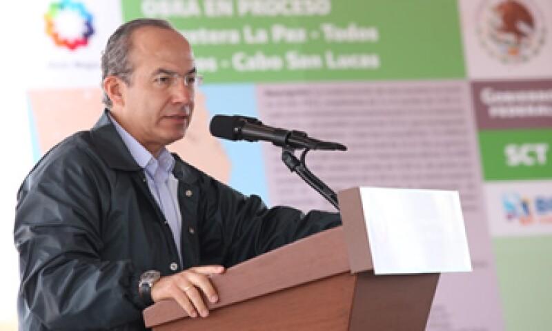 Calderón aclaró que su Gobierno ha estado en contra de asignar partidas fuera del presupuesto por razones legales y constitucionales. (Foto: Notimex)