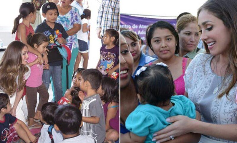 La cantante visitó el Centro de Desarrollo Comunitario para apoyar a las mujeres y niños chiapanecos.