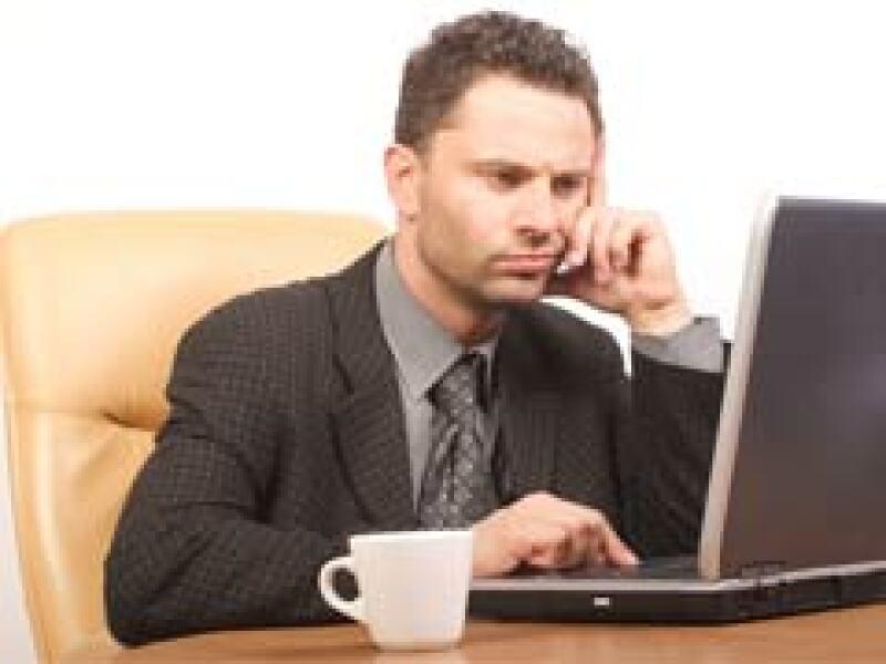 Las firmas de EU obligan a descansar a sus empleados en medio de la recesión económica. (Foto: Archivo)