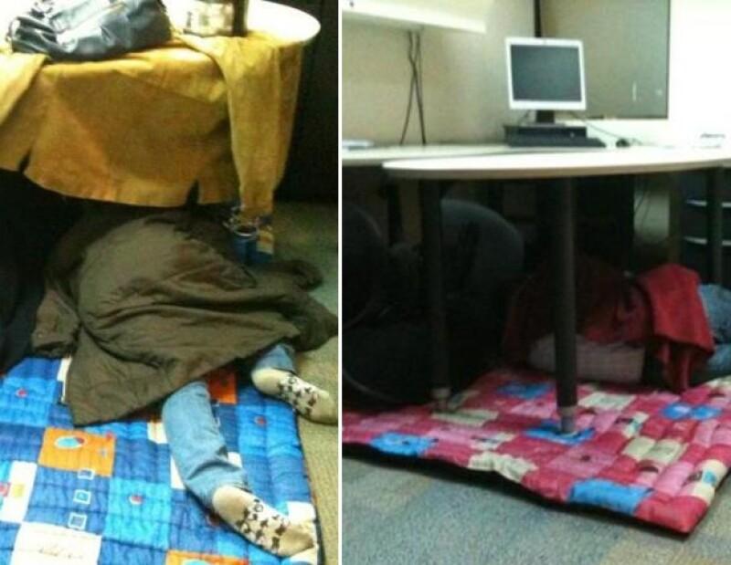 Trabajadores de Televisa durmiendo.