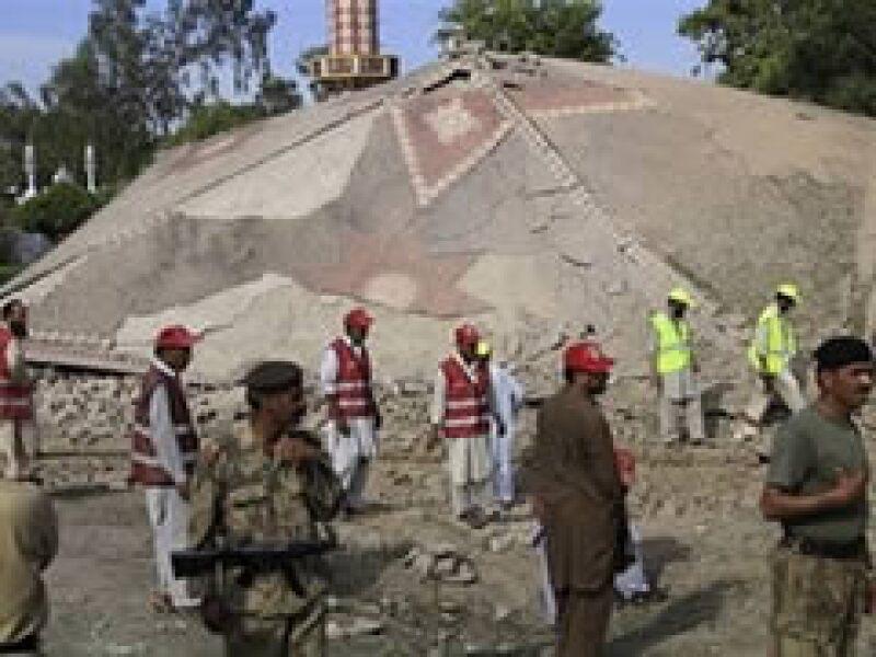 La guerra que Pakistán enfrenta contra los talibanes locales podría orillar a este país a caer en una segunda crisis económica. (Foto: AP)