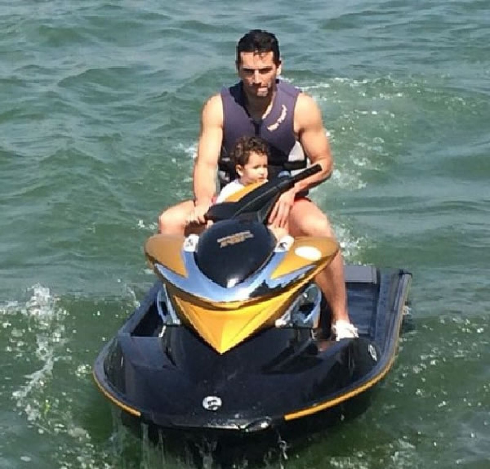 Martín dando un paseo con Mini Jacky. Vemos a una amante de los deportes extremos en 3...2...1...