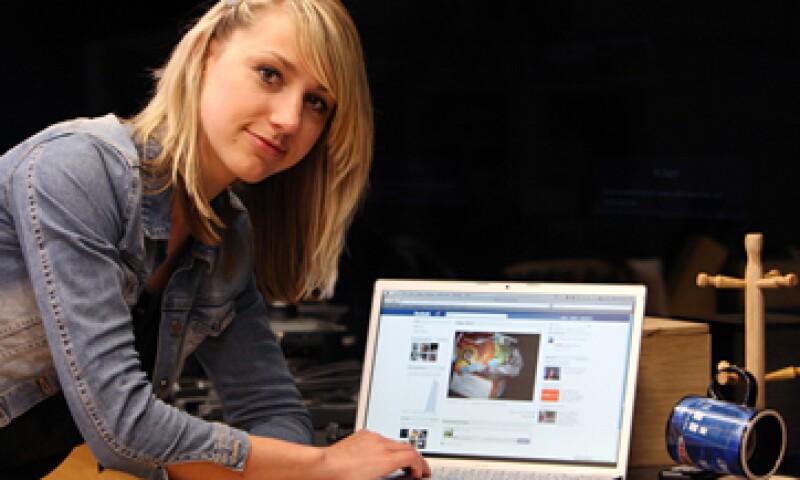 Defensores de la privacidad han sostenido que Facebook cambia su sitio para hacer que la gente comparta tanto como sea posible. (Foto: AP)