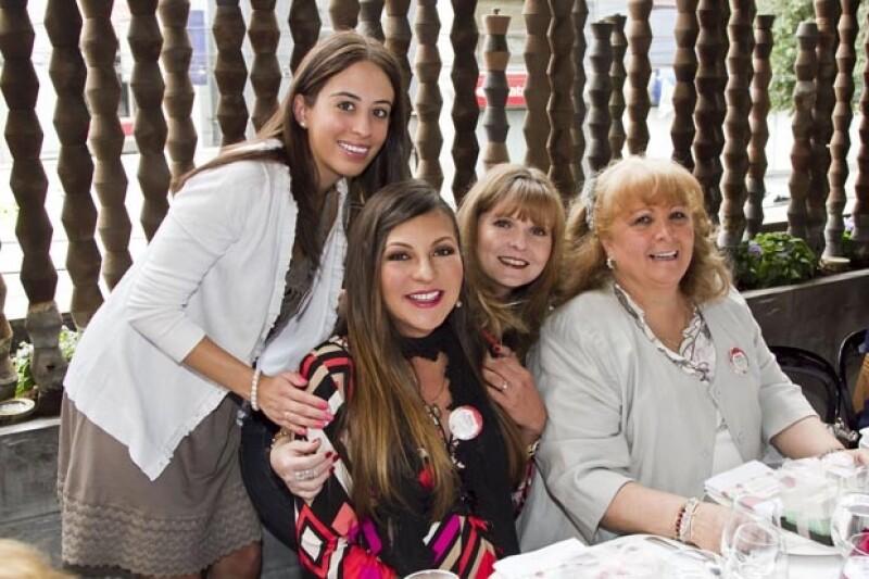 La cantante celebró un segundo baby shower en compañía de amigas y familia a sólo un mes de dar la bienvenida a su hija. Se reunieron en un restaurante de Polanco en la Ciudad de México.