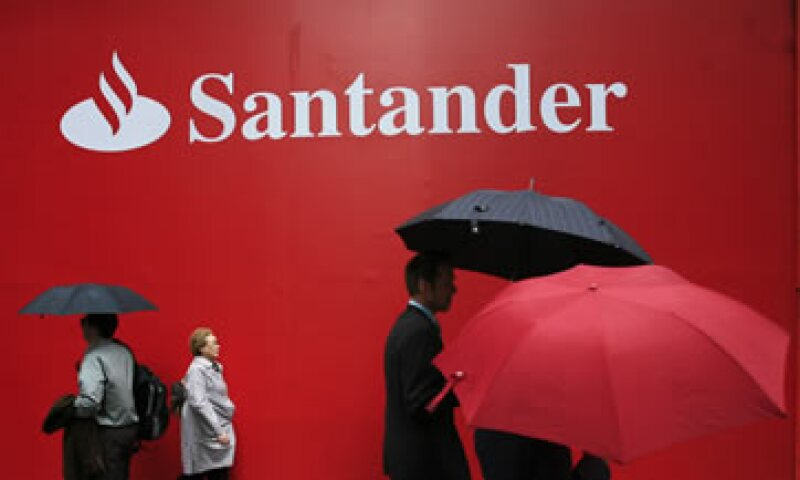 Santander México firmó en octubre un convenio con ProMéxico para promover inversiones y negocios internacionales. (Foto: AP)