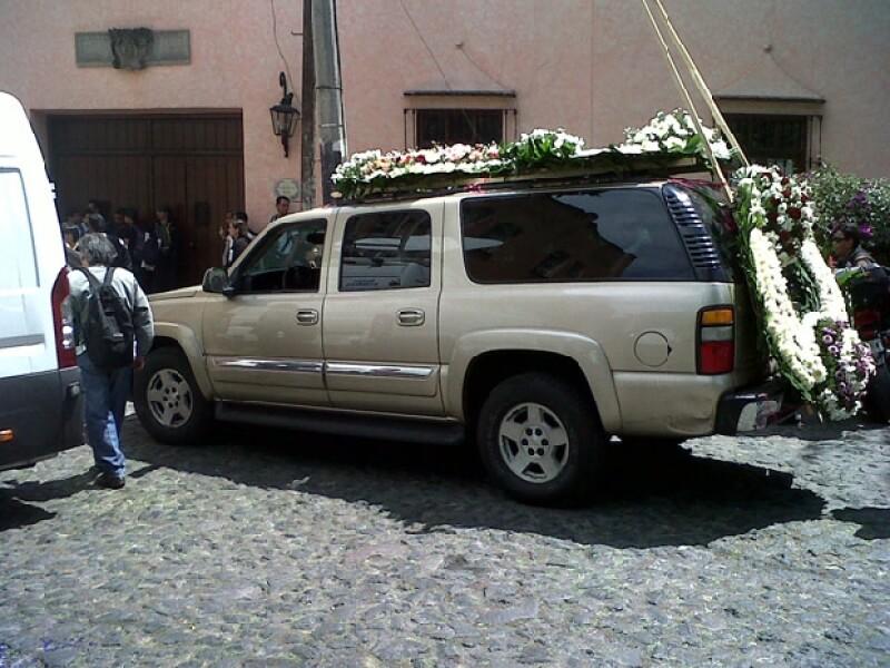 La familia ha recibido muestras de afecto y coronas de flores para despedir al ex mandatario.