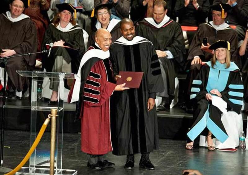 El rapero no pudo evitar ponerse nervioso antes de recibir un título honorífico de la escuela del Instituto de Arte de Chicago.