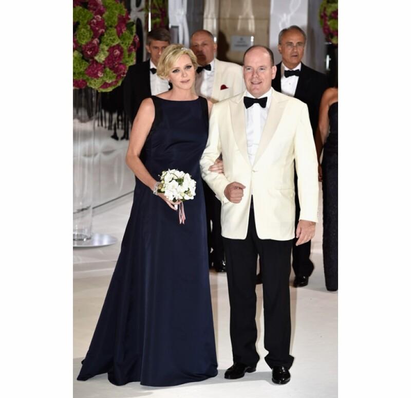 Los príncipes de Mónaco, Alberto y Charlene fueron anfitriones de la 66ª gala de beneficencia. La princesa deslumbró en un Christian Dior que dejó admirar los primeros meses de su embarazo.