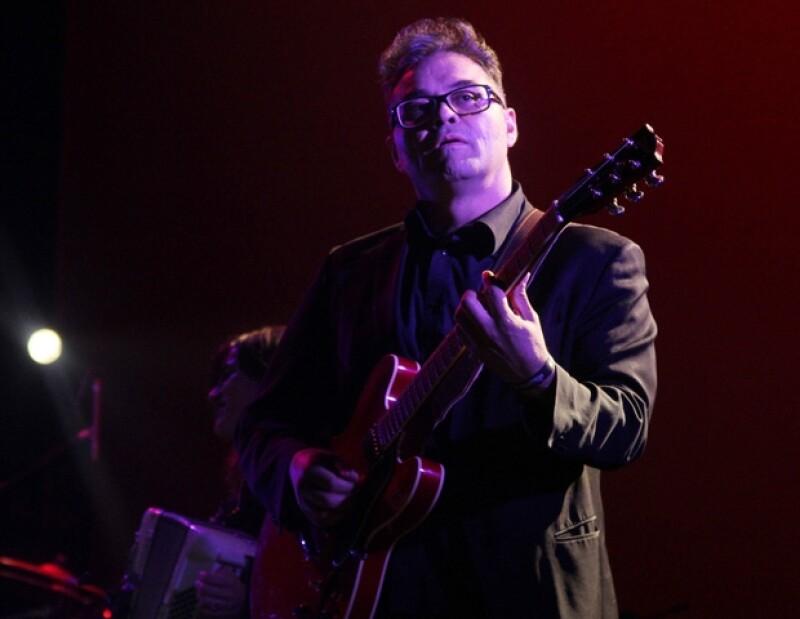 """Joselo Rangel, guitarrista de Café Tacvba, ya grabó cuatro temas instrumentales para """"Suave Patria""""."""