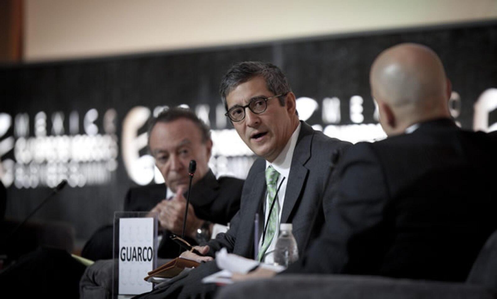 En la reunión, los expositores trataron el tema de la crisis en Europa y Estados Unidos.