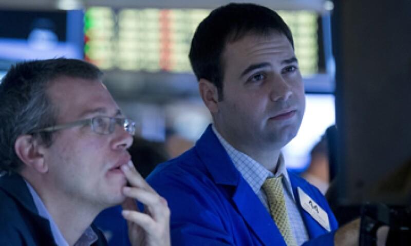 El promedio industrial Dow Jones opera plano a 17,217 unidades. (Foto: Reuters)