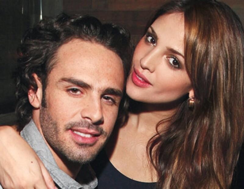 Justin Bieber y Selena Gomez, Jacky Bracamontes y Martín Fuentes, así como Eiza González y Pepe Díaz; son sólo algunos ejemplos de las parejas más enamoradas del momento.