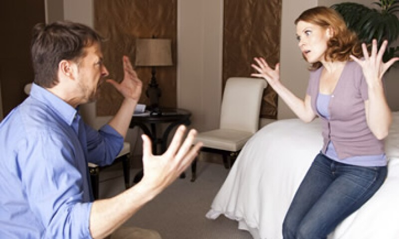 Los problemas en pareja no se solucionan solos, hay que hablarlos, dice terapeuta. (Foto: iStock by Getty Images)