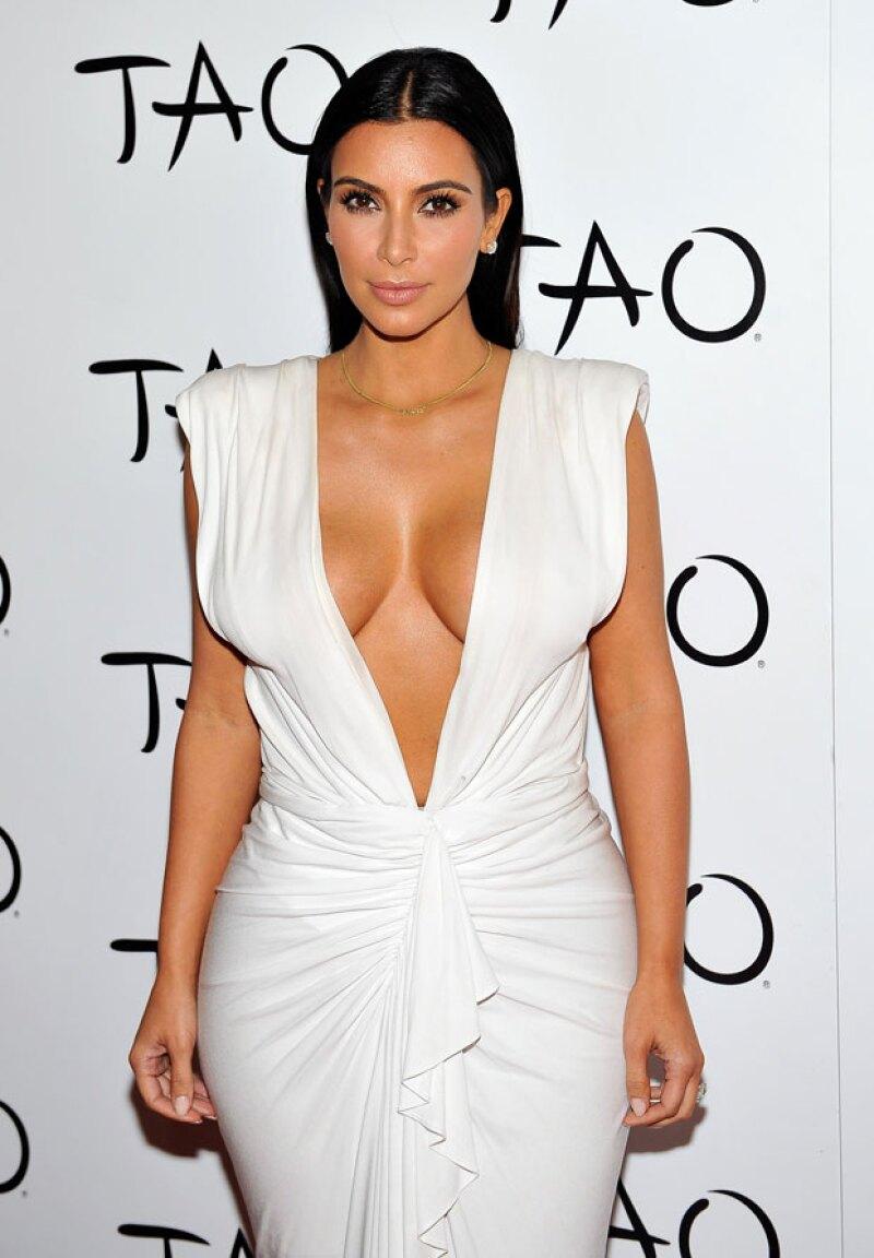 La figura de Kim es característica por poseer exuberantes curvas, sin embargo, la empresaria como tal ha tenido en más de una ocasión fails a la hora de editar sus fotografías.