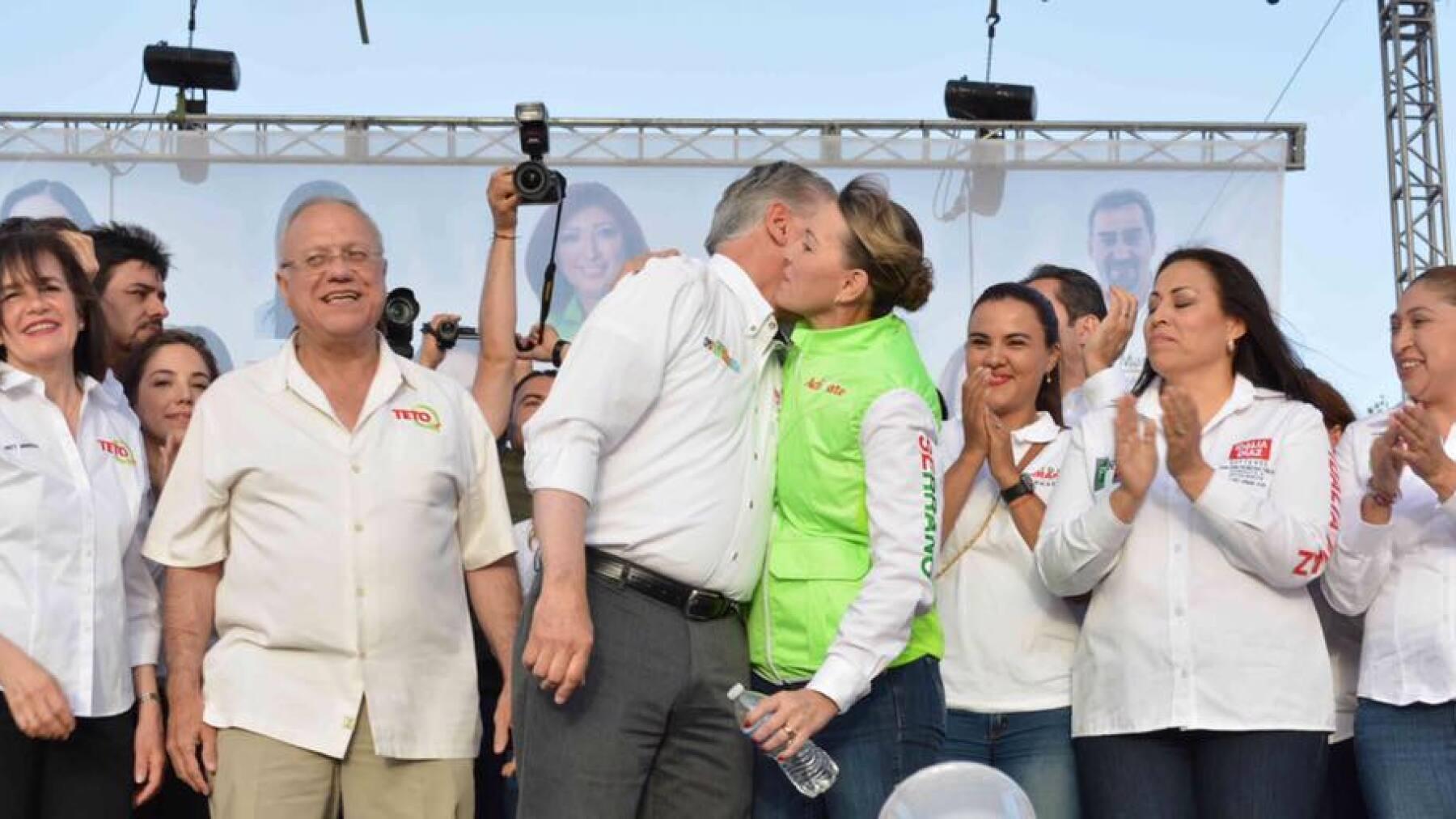 La esposa del priista Enrique Serrano suele acompañarlo en la mayoría de sus eventos, aunque también tiene una agenda independiente.