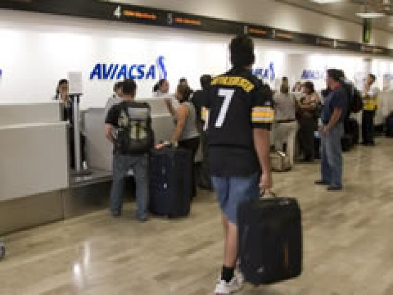 La DGAC aún no levanta la suspensión a la aerolínea.  (Foto: Notimex)