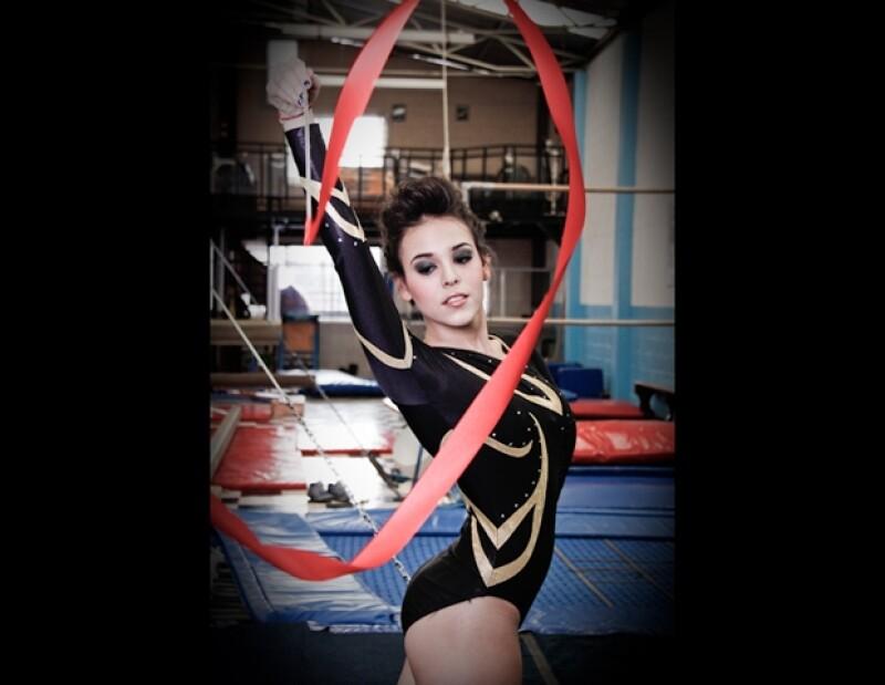 Danna Paola se convierte en gimnasta rítmica