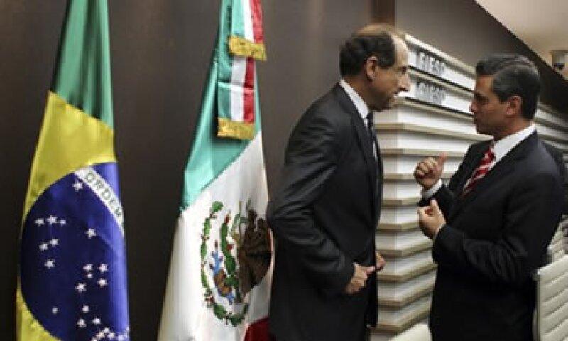 Durante su viaje por Brasil, Enrique Peña (der) se reunió con el presidente de la Federación Industrial de Sao Paulo, Paulo Skaf (izq). (Reuters)