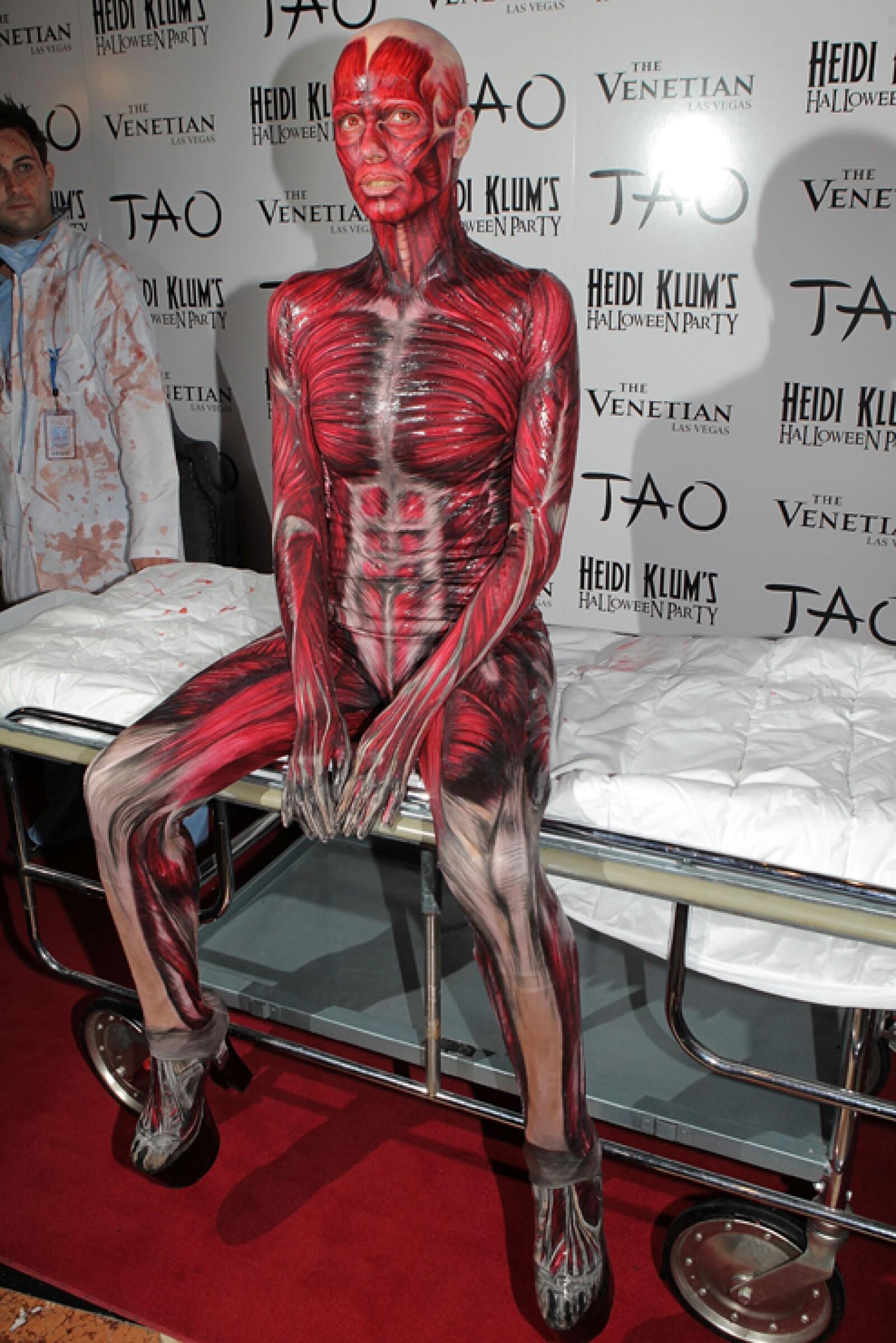 IMPRESIONANTE. Heidi Klum se ha coronado como la reina del disfraz. Su fiesta anual de Halloween es ya legendaria en Hollywood.