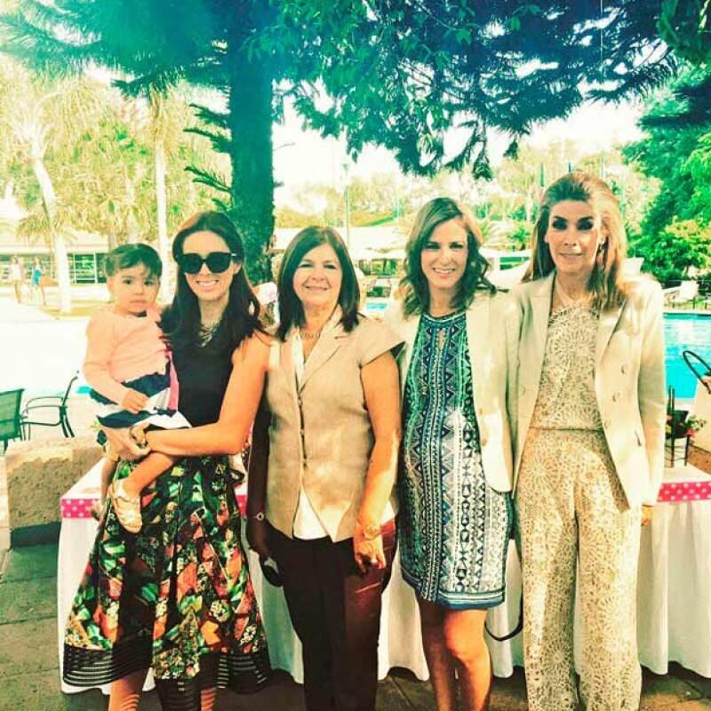 Jacqueline Van-Hoorde fue una de las encargadas de ayudar para la realización del evento, el cual reunió no solo a la familia, sino también a las amigas cercanas.