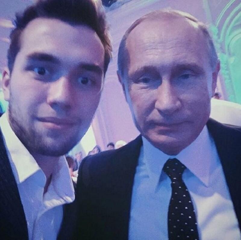 Una selfie de un niño rico con el presidente de Rusia, Vladimir Putin.