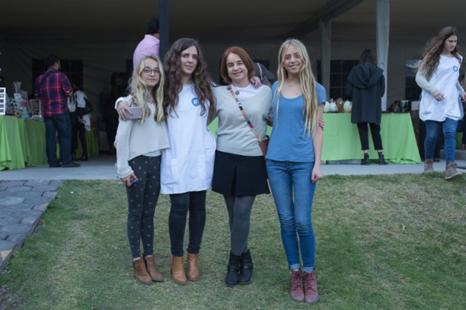 Fernanda, Cecilia, Martha y Daniela Cobian