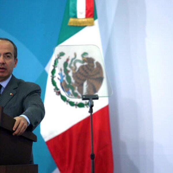 Durante el Informe de la mitad de sexenio, el Presidente Felipe Calderón propuso la reelección legislativa. Encuestas ya tienen proyecciones, los legisladores dan un 'Sí', la ciudadanía dice 'No'.